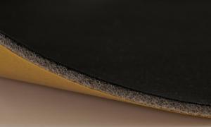 självhäftande laminat på rulle